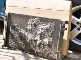 Течь радиатора и другие проблемы бортжурнал volkswagen golf  В один прекрасный день ни с того ни с сего загорелась контрольная лампочка низкого уровня охлаждающей жидкости Открыл капот а в бачке жидкость на