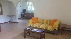 a seating area at la maison hibiscus