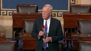 Angus King gives Susan Collins a rose after her 7,000th Senate vote - Roll  Call