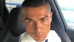 Cristiano Ronaldo Er Hat Die Haare Nicht Mehr Sch N Bunte De