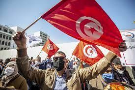 الغلاء العالمي وتفكيك الدعم يفاقمان الأزمة المعيشية في تونس