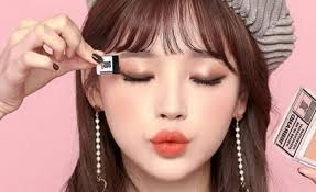 cool k beauty lets you apply eye shadow with one swipe
