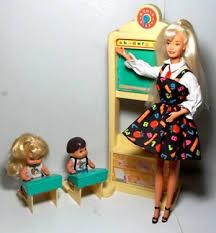 Resultado de imagen para imágenes de barbie en la escuela barbie maestra
