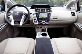 Toyota Prius v - Information and photos - MOMENTcar