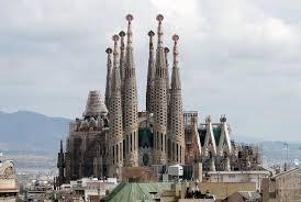 La sagrada familia i̇spanya'daki iç savaşın ardından 1975'e kadar faşist diktatör franco yönetiminde ezilen katalanlar için mimar gaudí'nin katalan kimliğinden ötürü bir simgeye dönüştü. Jawaban Wow Sagrada Familia 8 Ilmusosial Id