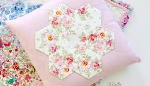 Paper Piecing Flower How To Sew Hexies An English Paper Piecing Tutorial Molly And Mama