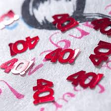 Confettis de table rouges 40 ans rouge - MaPlusBelleDeco.com