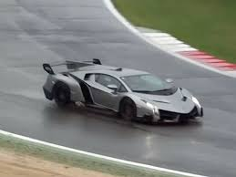 lamborghini veneno. a 740hp 45 million lamborghini veneno gets hooned in the wet