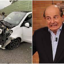 Giancarlo Magalli condivide foto incidente in auto: Brutto, ma non si è  fatto male nessuno