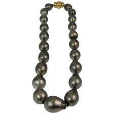 baroque tahitian pearl necklace with yellow gold clasp for