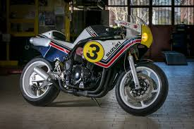 in order to make the bike practical and rideable idm eschewed a 500cc two stroke in favor of a greater challenge a suzuki bandit 1200