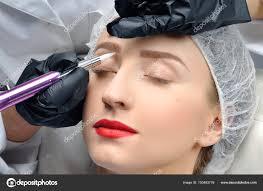 Microblading Kosmetička Dělat Permanentní Make Up Atraktivní žena