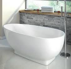 freestanding curved bathtub