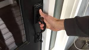 How To how to fix a door knob latch pics : Replacing Door Knob & Handle Assembly (Kwikset Handleset) - YouTube
