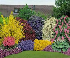This landscaping combines pretty flowers with gorgeous flowering plants and  shrubs.