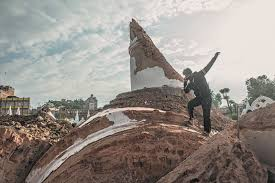 the catastrophe by joshua hammer the new york review of the remains of the dharahara tower in kathmandu four days after the earthquake