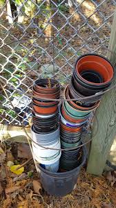 "Claudette Sims on Twitter: ""Keep all those pots sorted. Use old tomato  cages to sort & stack them #gardenhack… """