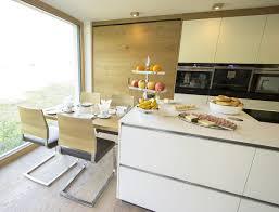 Küche Mit Integriertem Essplatz Der Essplatz Für Vier Personen Ist