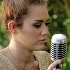 Miley Cyrus The Backyard Sessions U0027Joleneu0027 2017 Video Oficial Backyard Sessions Jolene