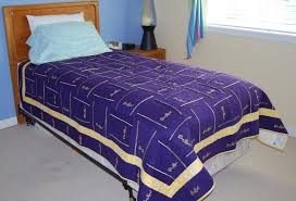 Crown royal bag quilt made from more than 160 bags | Crown royal ... & Crown royal bag quilt made from more than 160 bags | Crown royal bags, Crown  and Royals Adamdwight.com