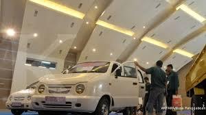 Mobil lcgc (low cost green car) menjadi salah satu kendaraan yang mendapat keringanan ppnbm (pajak penjualan atas barang mewah). Produsen Mobnas Minta Mobil Lcgc Kena Ppnbm