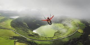il paraglider che sfida la gravità jean baptiste chandelier