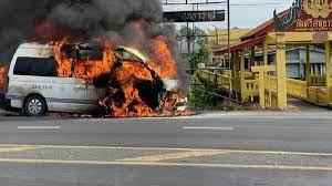 ไฟไหม้รถตู้โดยสาร วอดทั้งคัน คนขับเผยนาทีระทึก คาดสายแก๊ส