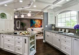 White Kitchen Cabinets For Minimalist And Contemporary Kitchen