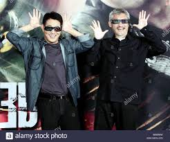 Chinese kungfu actor Jet Li, left, and Hong Kong director Tsui Hark attend  a press conference for the 3D movie, Flying Swords of Dragon Gate, in Beiji  Stock Photo - Alamy