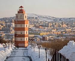 Город Мурманск климат экология районы экономика криминал и  Мемориальный маяк на подъеме к Семеновскому озеру