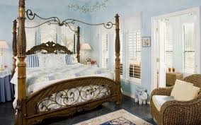 romantic master bedroom with canopy bed. Beautiful Romantic Master Bedroom Ideas With Traditional Adult Canopy Bed And Banana Fiber Arm Sofa Design