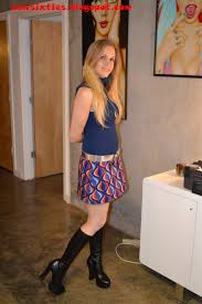 Amateur teen short skirt