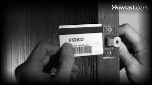 How to Get into Your House with a Credit Card If You're Locked Out ...