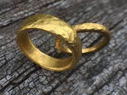 picture of pure gold wedding ring