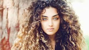 طريقة سشوار الشعر المجعد و أجمل تسريحة للشعر المجعد