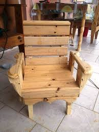 wooden pallet art style toddler chair