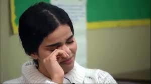 لحظة بكاء و تأثر رهف القنون بعد تبرؤ عائلتها منها - YouTube