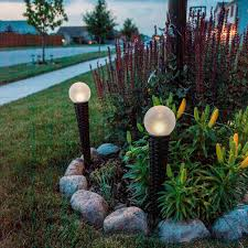 Outdoor Lighting Buying GuideSolar Landscape Lighting Stakes