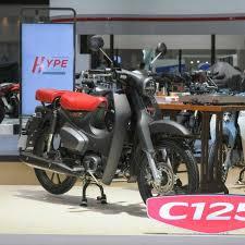 All new honda scoopy 2021 tersedia 8 pilihan warna untuk 4 varian yaitu fashion, sporty, stylish dan prestige. Honda Unveils Matte Black Super Cub At 2021 Bangkok Motor Show