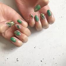 ミドリで好感度ぐぐっと上げちゃう癒しのグリーンカラーネイル