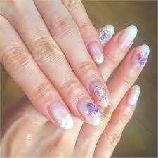 ジェルネイル夏にオススメなシアーホワイトネイル指先に透け感をだし
