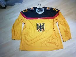 Finnland ist der amtierende titelträger. Gameworn Deutschland Eishockey Trikot Mit Zertifikat 77 Goc Deb In Bayern Deggendorf Ebay Kleinanzeigen
