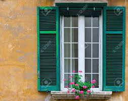 Italienisch Fenster Mit Offenem Fensterläden Aus Holz Mit Frischen
