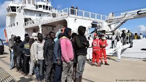 نتيجة بحث الصور عن ايطالية توقف سفن الاجئين القادمين من ليبيا