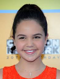 Bailee Madison Cross Pendant - Bailee Madison Jewelry Looks - StyleBistro
