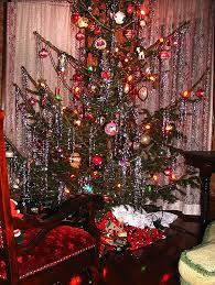 5 Steps To Decorate A Perfect Christmas Tree  Matt And ShariOld Style Christmas Tree Lights