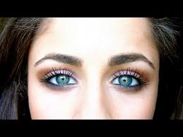 how to make blue green eyes pop