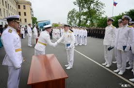 Выпускникам ТОВВМУ вручили кортики и дипломы ФОТО Новости   На торжественной церемонии бывшие курсанты а теперь уже кадровые военные моряки получили свои кортики