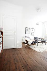 Donkere Houten Vloer In Wit Interieur Shelter In 2019 Donkere