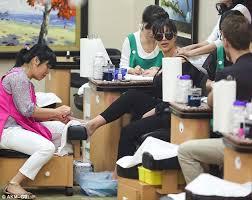 Nail salon tells dying grandmother